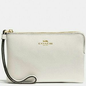 🌷{NEW}● Authentic Coach Leather Wristlet 🌷🌷